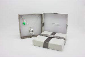 Collezione Classica ciondolo chiama angeli Attesa con collana lunga e angelo verde idea regalo perfetta per mamme che desiderano una gravidanza.