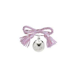 Spilla Richiamo Degli Angeli Bambina dal design unico elegante e raffinato con fiocco rosa da attaccare alla culla o alla carrozzina della neonata con possibilità di incisione del nome o della data di nascita.