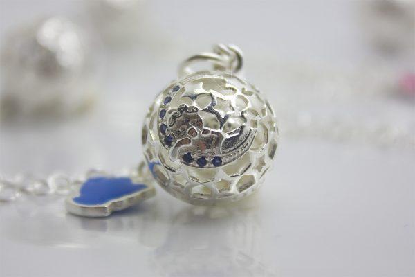 Originale ciondolo Richiamo Degli Angeli Bambino collezione Luxury un raffinato chiama angeli in argento 925 da regalare alla mamma in attesa di un principino, un gioiello che ricorderà sempre questo magico momento della gravidanza.